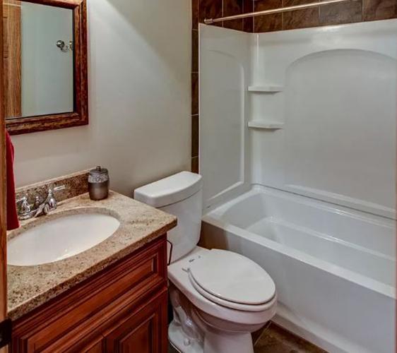 913 22nd Ave SE Bathroom.JPG