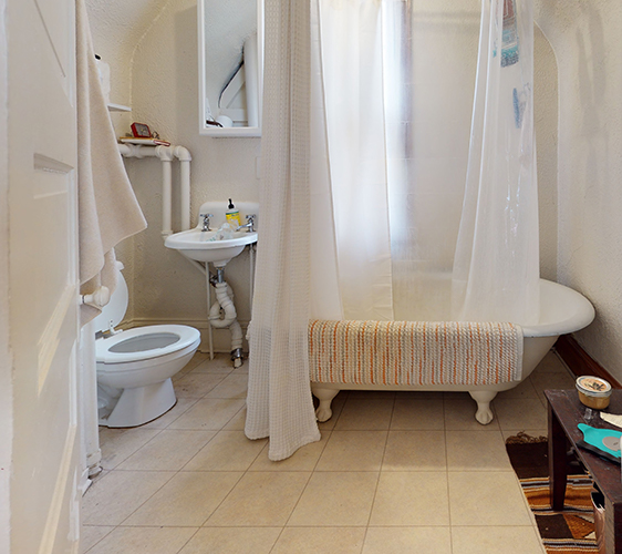 1313-Franklin-Ave-Upper-Bathroom.jpg