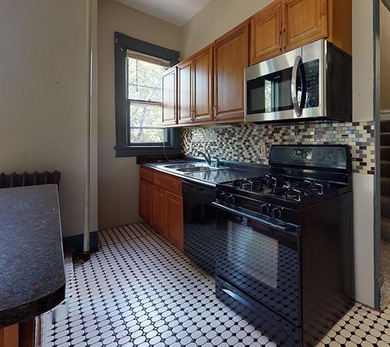 916-6th-St-SE-3-Kitchen(1).jpg