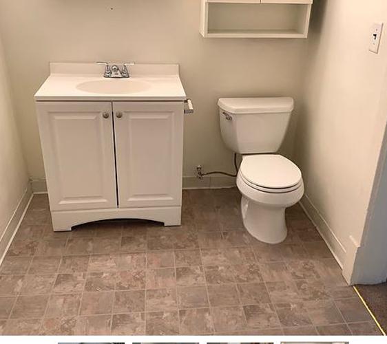 1040 22nd Ave SE Bathroom.jpg