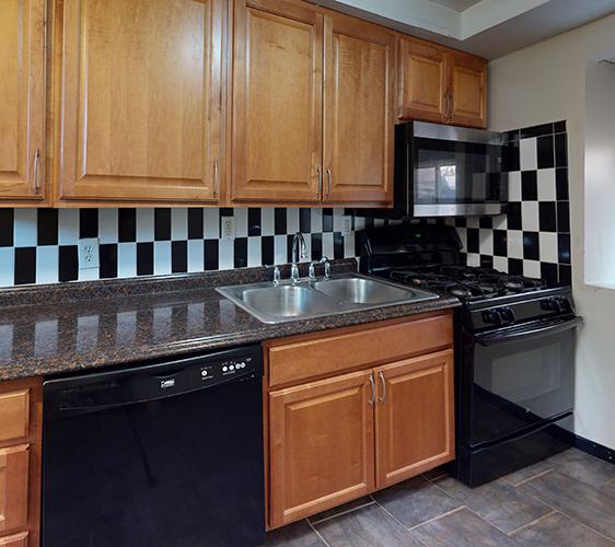 916-6th-Basement-Unit-Kitchen.jpg