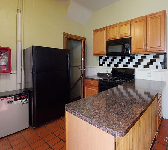 916-6th-St-SE-2-Kitchen.jpg