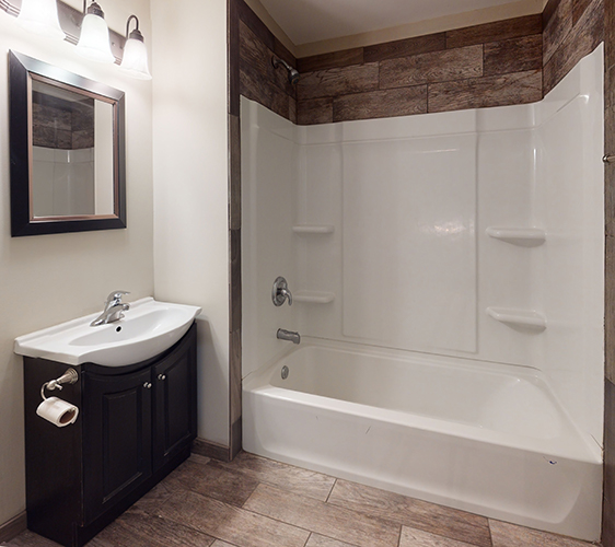 303-5th-Ave-Se-Bathroom(2).jpg