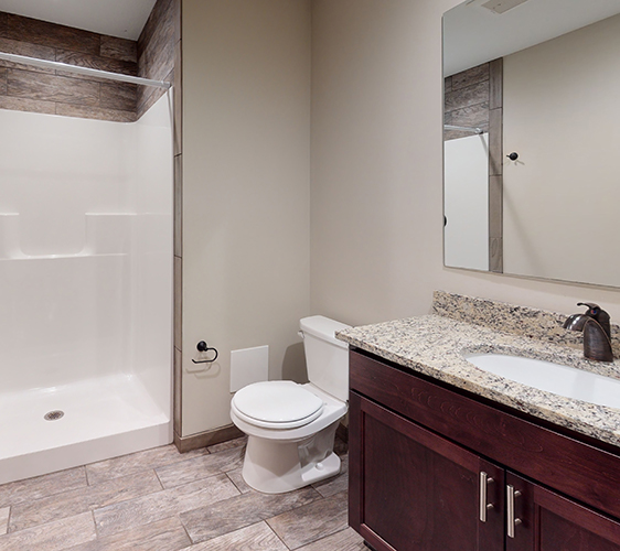 915-7th-St-SE-Bathroom(1).jpg