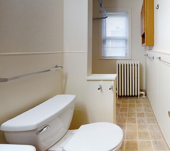 1120-1122-4th-Upper-Bathroom.jpg