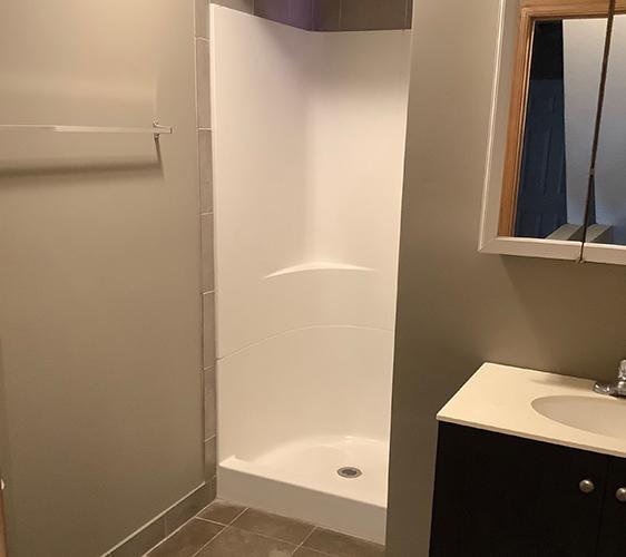 1410 7th St SE Bathroom.jpg