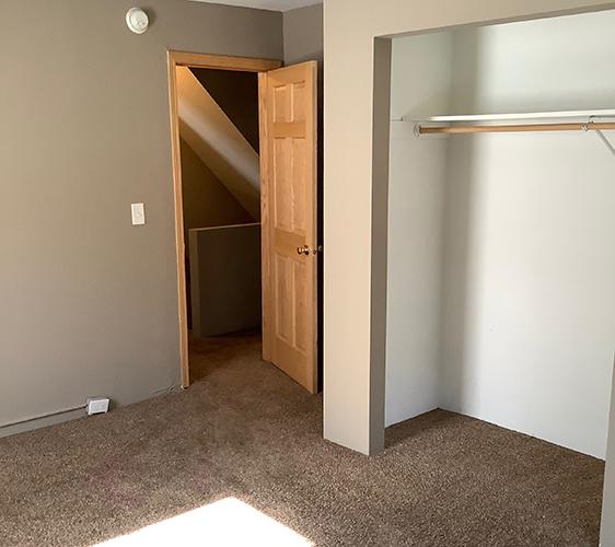 1410 7th St SE Bedroom 2.jpg