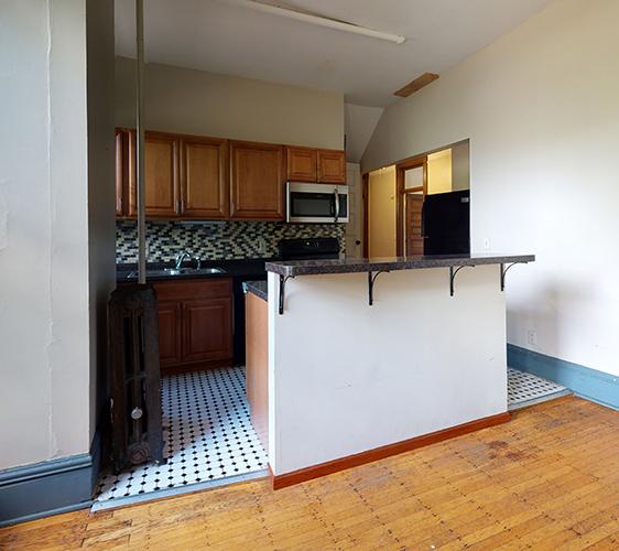 916-6th-St-SE-3-Kitchen.jpg