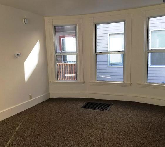 800 13th Ave SE Living Room.JPG