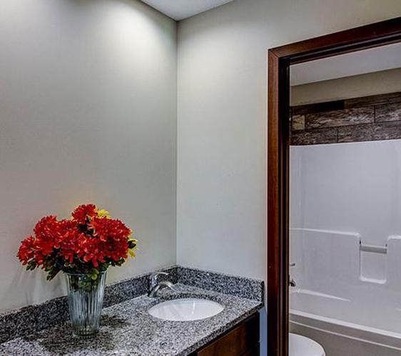 924 18th Ave SE Bathroom.JPG