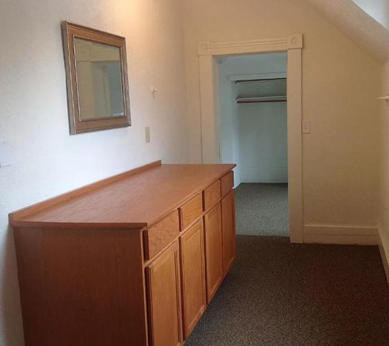 800 13th Ave SE Vanity Area.JPG