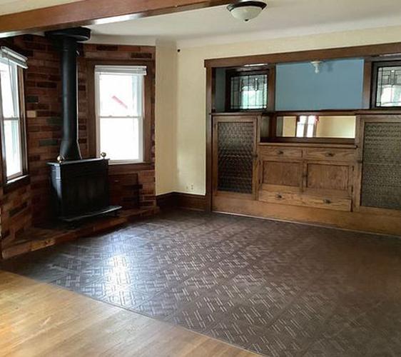 953 18th Ave SE Living Room.JPG