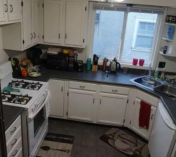 408 8th St SE Kitchen.JPG