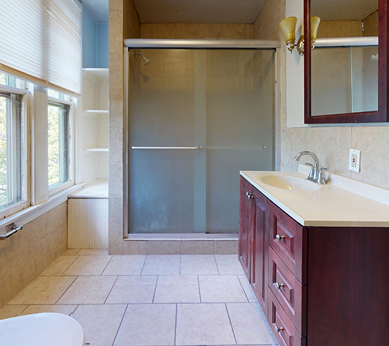 916-6th-St-SE-3-Bathroom(1).jpg