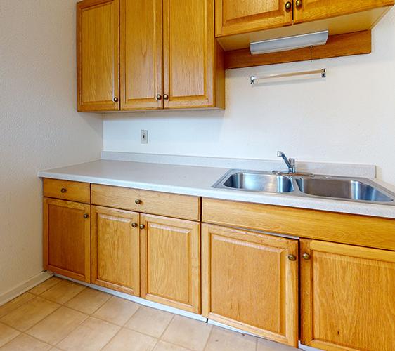 1120-1122-4th-Upper-Kitchen.jpg