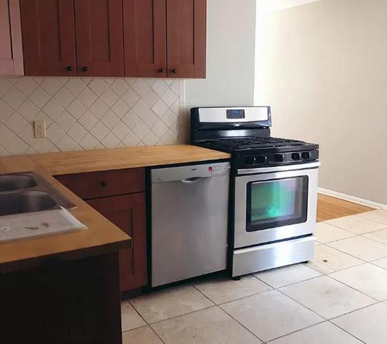 917 22nd Ave SE Kitchen.jpg