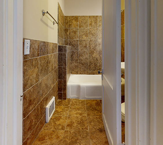 1042-20th-Ave-SE-Bathroom 2.jpg