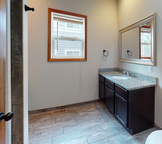 1018-16th-Ave-Lower-Unit-Bathroom Cropped.jpg