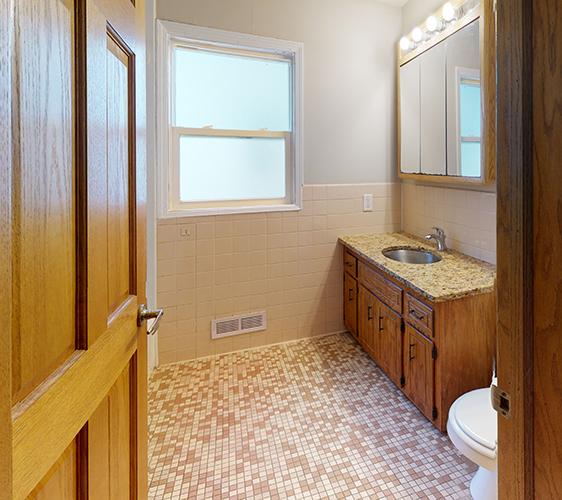 1201-Como-Ave-SE-Bathroom(1).jpg