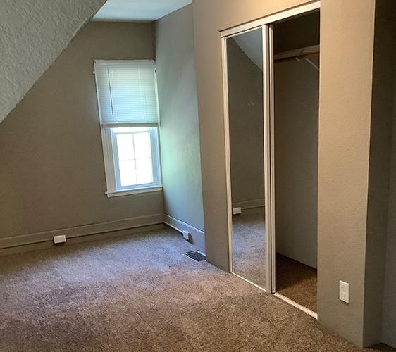 1410 7th St SE Bedroom 3.jpg